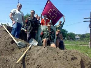 Тернівське Козацтво будує курган під памятний знак Пестушку в с.Ганівка (03.07.2010р).