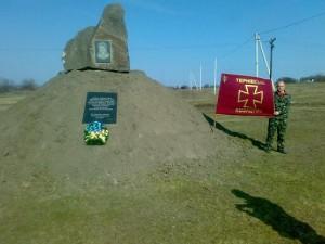 Памятний знак К.Пестушку в с.Ганівка (квітень 2011р)