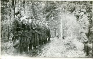 На знімку: загін УПА
