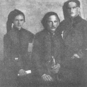 1919 рік, Чорношличники, посередині – Петро Дяченко