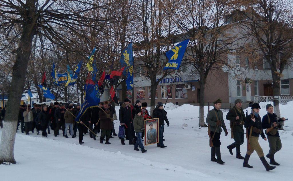 Святкова процесія у Володимирці