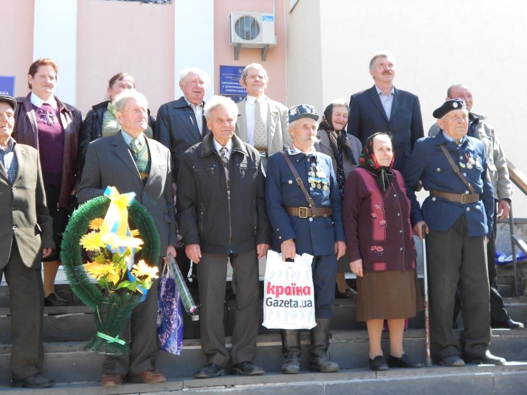 Представники Дубровицького відділення Всеукраїнського об'єднання ветеранів. 23 квітня 2013р.