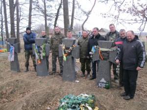 """Учасники вшанування курінного УПА """"Лайдаки"""", на 70-ті роковини від його загибелі в бою з московсько-більшовицькими окупантами."""